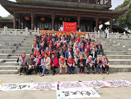 重阳节百名上海老人重游新苏州
